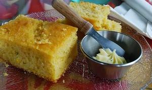 Pain au maïs, cuit ou four ou à la poêle