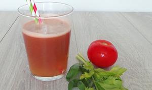 Eau de tomates céleri et basilic
