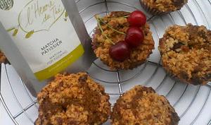 Muffins aux cerises et thé matcha, crumble flocons d'avoine et chocolat blanc