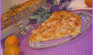 Tarte aux abricots crème d'amande et romarin.