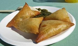 Samoussa au poulet, à la ricotta, noix et fines herbes