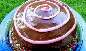Gâteau au chocolat pâtissier, coeur de meringue