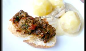Blanquette de pommes de terre et toasts croustillants aux foies de volaille