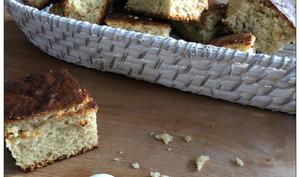 Gâteaux moelleux à la compote de rhubarbe