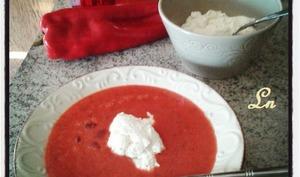 Soupe froide de tomate et poivrons et ricotta de chèvre