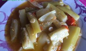 Petite soupe de courgette longue à la tomate