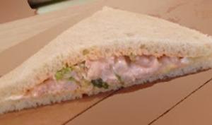 Sandwich aux crevettes, sauce rose, tramezzini