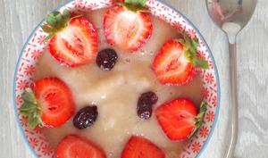 Smoothie bowl poire - pêches blanches - bananes et fraises