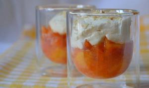 Salade de mangues, coussin moelleux au yaourt et à la chantilly