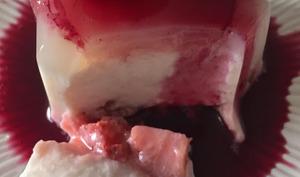 Le blanc-manger au lait d'amandes et aux fraises