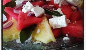 Salade de pastèque jaune et rouge à la feta et à la menthe