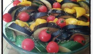 Tian de légumes du soleil, courgettes poivrons aubergines et tomates cerises