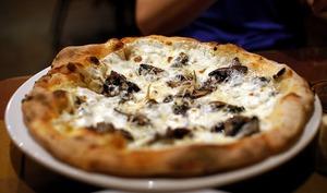 Pizza aux champignons rôtis aux épices indiennes