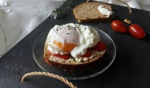 Tartine tomates - chèvre - oeuf poché