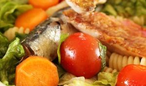 Salade de la mer aux rougets, sardines et tomates cerises