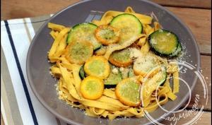 Pâtes aux courgettes vertes et jaunes