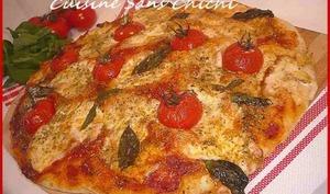Pizza tomate, mozzarella, basilic.