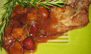 Côtelettes de porc et compotée de prunes caramélisées