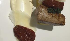 Filet de veau à la crème de parmesan, polenta et tomates séchées