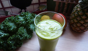 Green smoothie tropical au kale