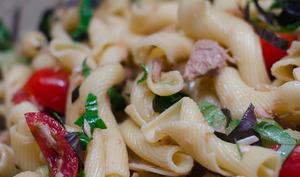 Salade de pâtes au thon et aux 2 basilics
