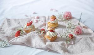 Profiteroles à la fraise façon cheesecake aux fraises