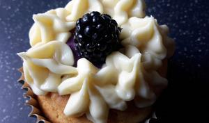 Cupcakes mûre chocolat blanc et tofu soyeux