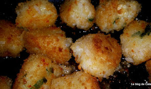 Croquettes de riz chaudes sur lit de salade