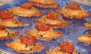 Feuilletés aux olives noires et tomates rôties