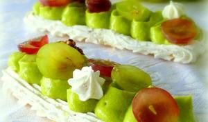 Pavlova d'automne, avocat, raisins et noix