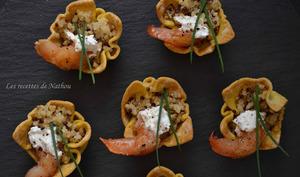 Spicy cups au boulgour-quinoa, crevettes caramélisées au miel et fromage de chèvre