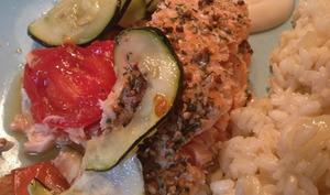 Filet de saumon croustillant aux courgettes et tomates