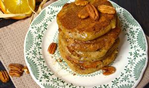 Pancakes épicés d'automne à l'orange, noix de pécan et sarrasin