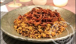 Mejadra – riz aux lentilles et oignons frits