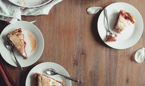 Tarte rhubarbe fraise meringuée