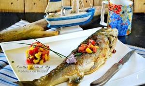 Cuisson plancha d'un Omble chevalier en semi-papillote et salsa de mangue