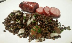 Salade de lentilles à l'huile de noix. Saucisse de Montbéliard