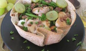 Salade automnale dans une galette de blé complète