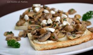 Toast aux champignons de Paris, balsamique et fromage de chèvre