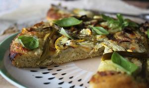 Pizza verte aux pesto, courgettes et asperges