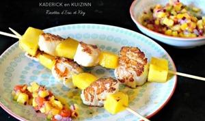 Brochettes St Jacques et mangue à la plancha et salsa