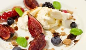 Burratina, figues rôties, crumble à l'huile d'olive, balsamique