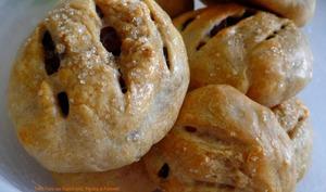 Petits Pains aux Raisins Secs, Pignons et Pommes