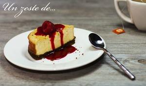Cheesecake newyorkais avec coulis de framboise