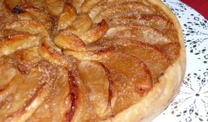 Tarte aux Pommes sur Lit de Compote Pomme-Vanille-Tonka