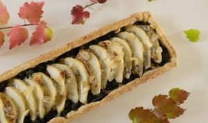 Tarte aux poires, gorgonzola et feuilles de blettes