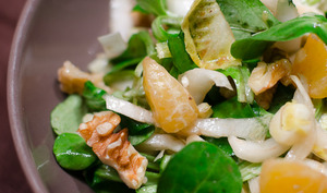 Salade d'endives au gorgonzola, aux noix et à la clémentine