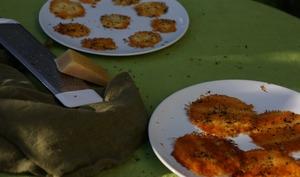 Tuiles de parmesan au thym