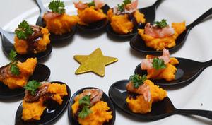 Cuillères apéritives purée de carottes crevettes