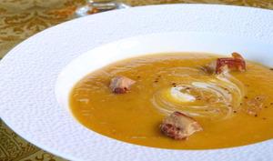 Crème de giraumon rôti, fève tonka et foie gras